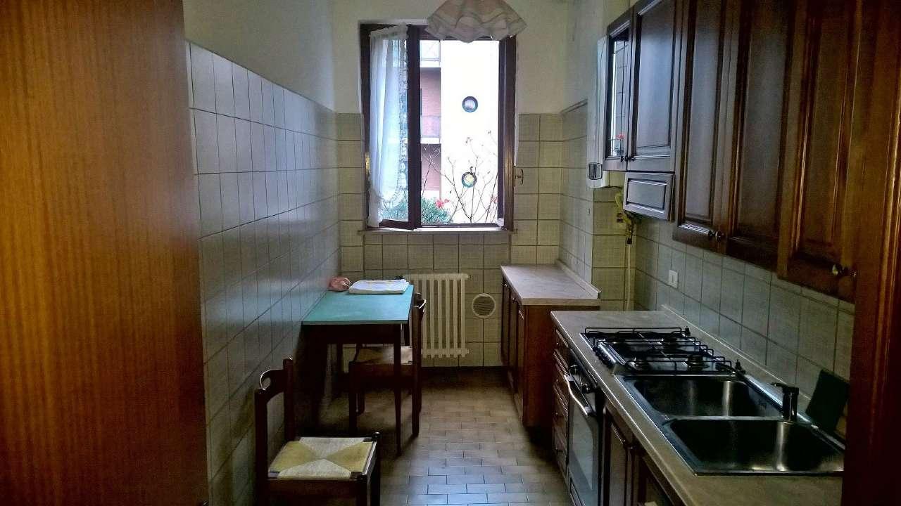 Magenta zona centrale, appartamento di tre locali arredato, con box e cantina.