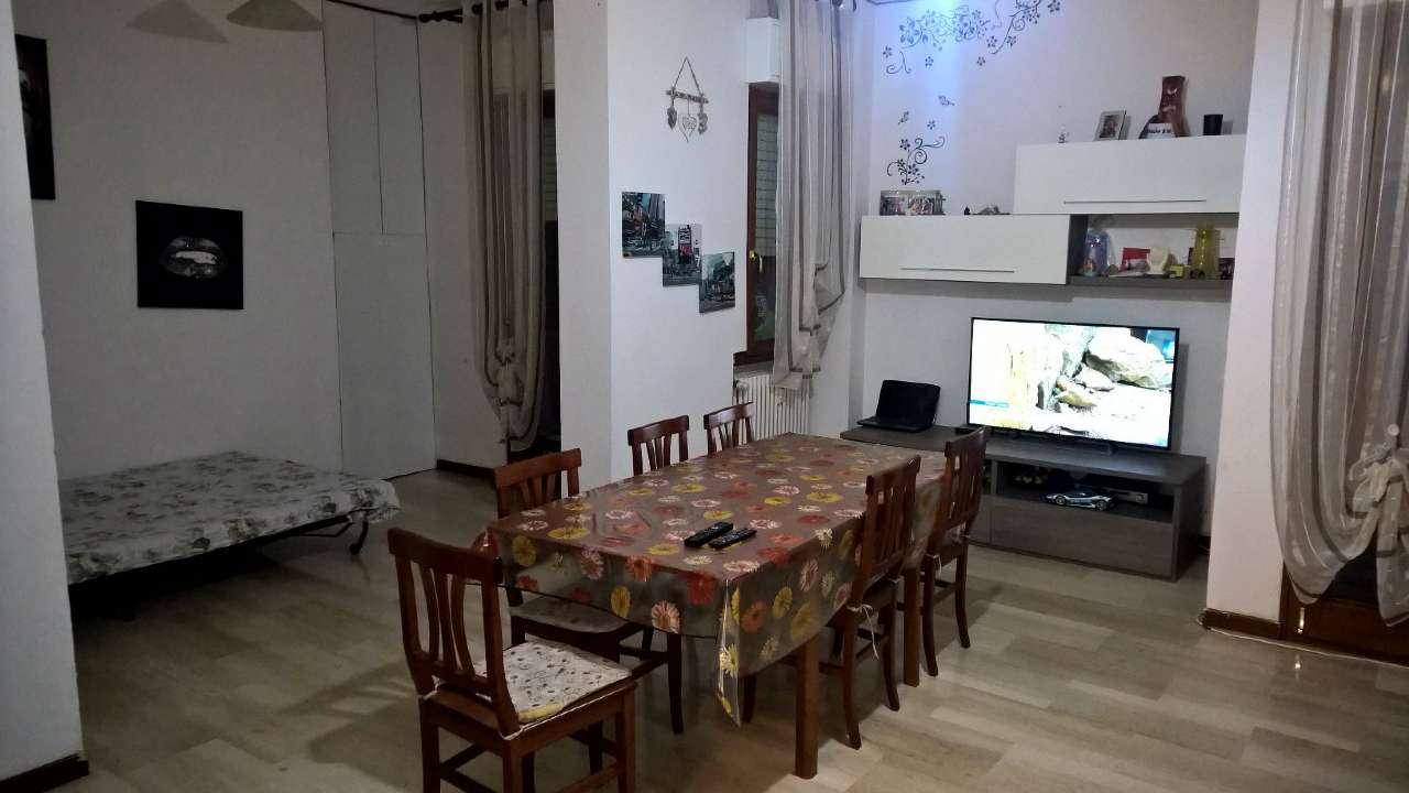 Bareggio zona centrale, appartamento di tre locali parzialmente arredato. Cantina comprea