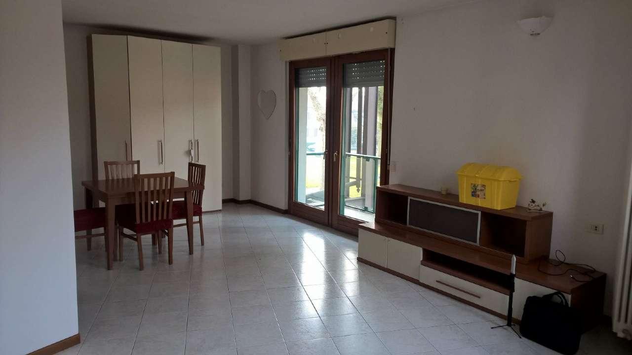 Appartamento in ottime condizioni arredato in affitto Rif. 9155383