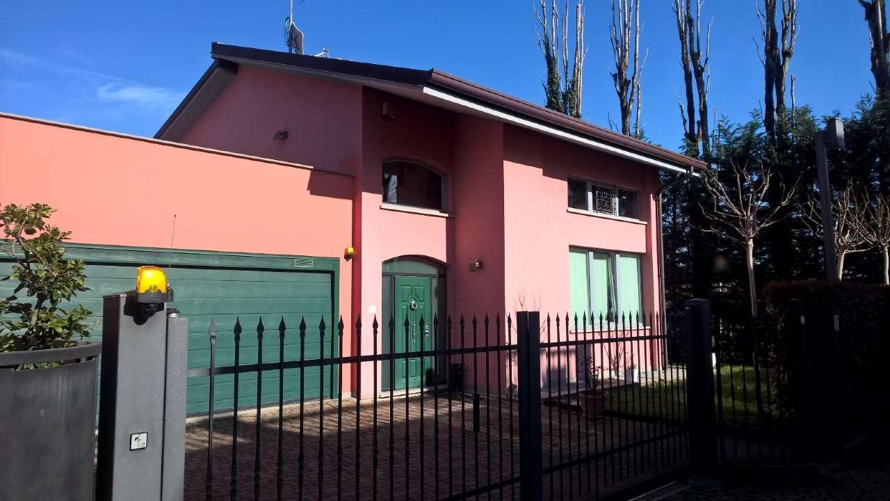 Villa a Schiera in affitto a Cusago, 8 locali, prezzo € 2.200 | PortaleAgenzieImmobiliari.it