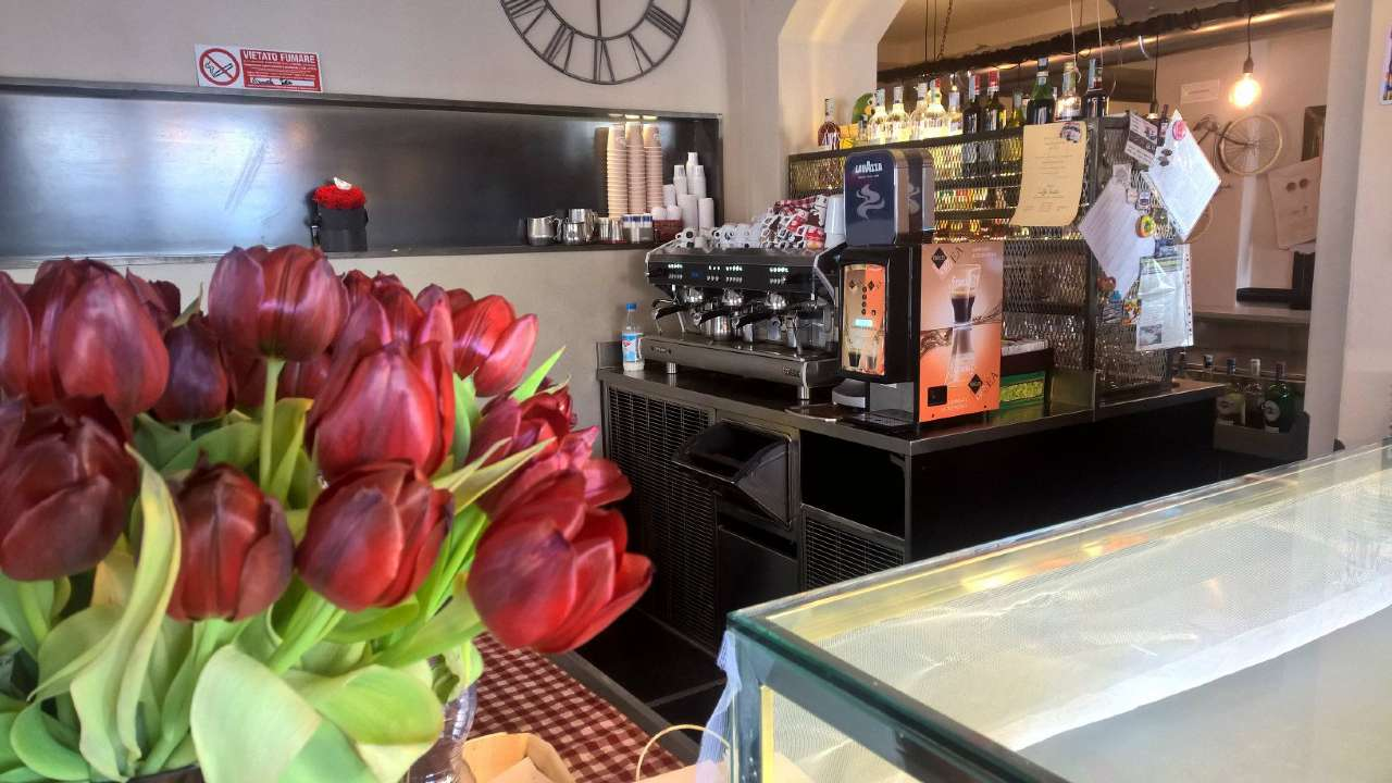 Bar in vendita a Trecate, 1 locali, prezzo € 330.000 | PortaleAgenzieImmobiliari.it