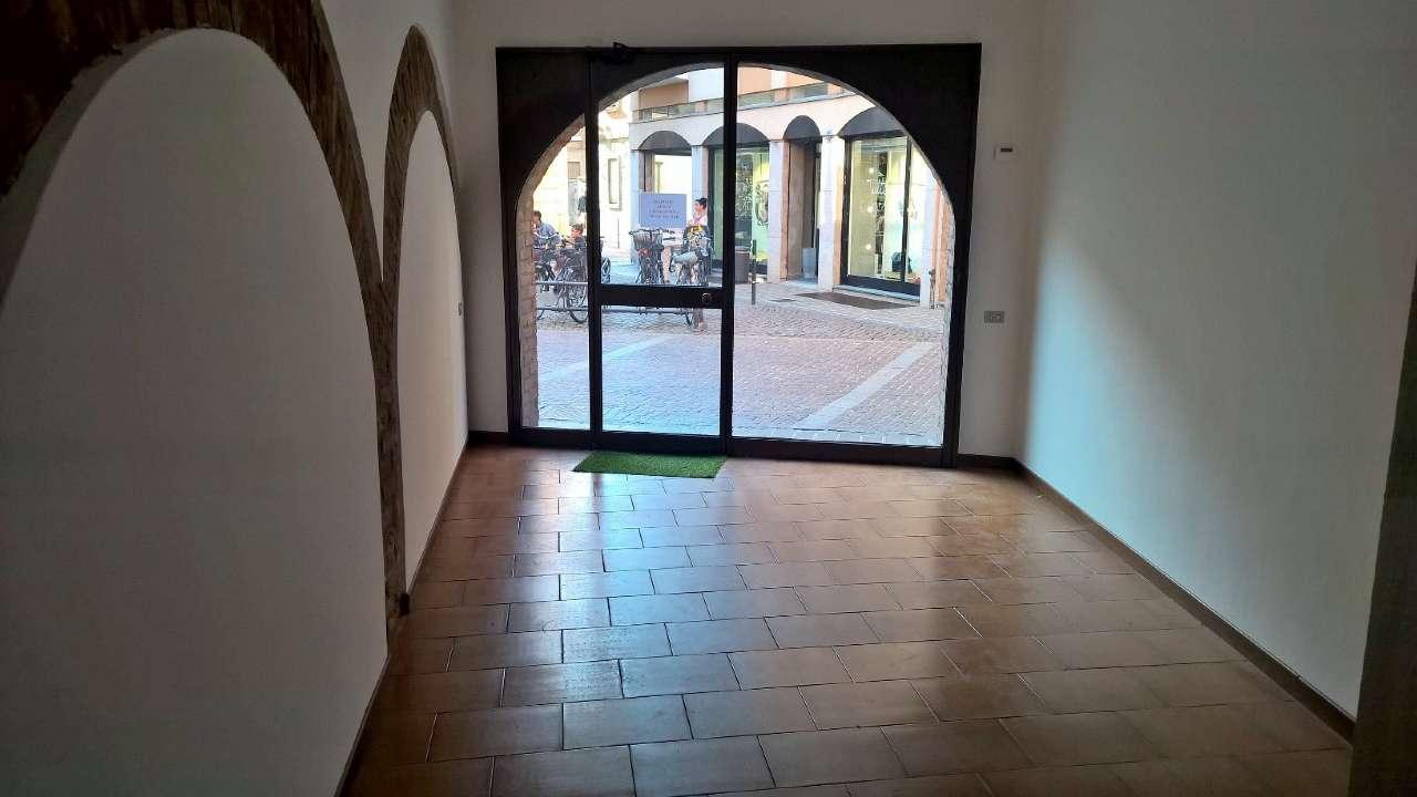 Negozio / Locale in affitto a Abbiategrasso, 1 locali, prezzo € 1.100 | PortaleAgenzieImmobiliari.it