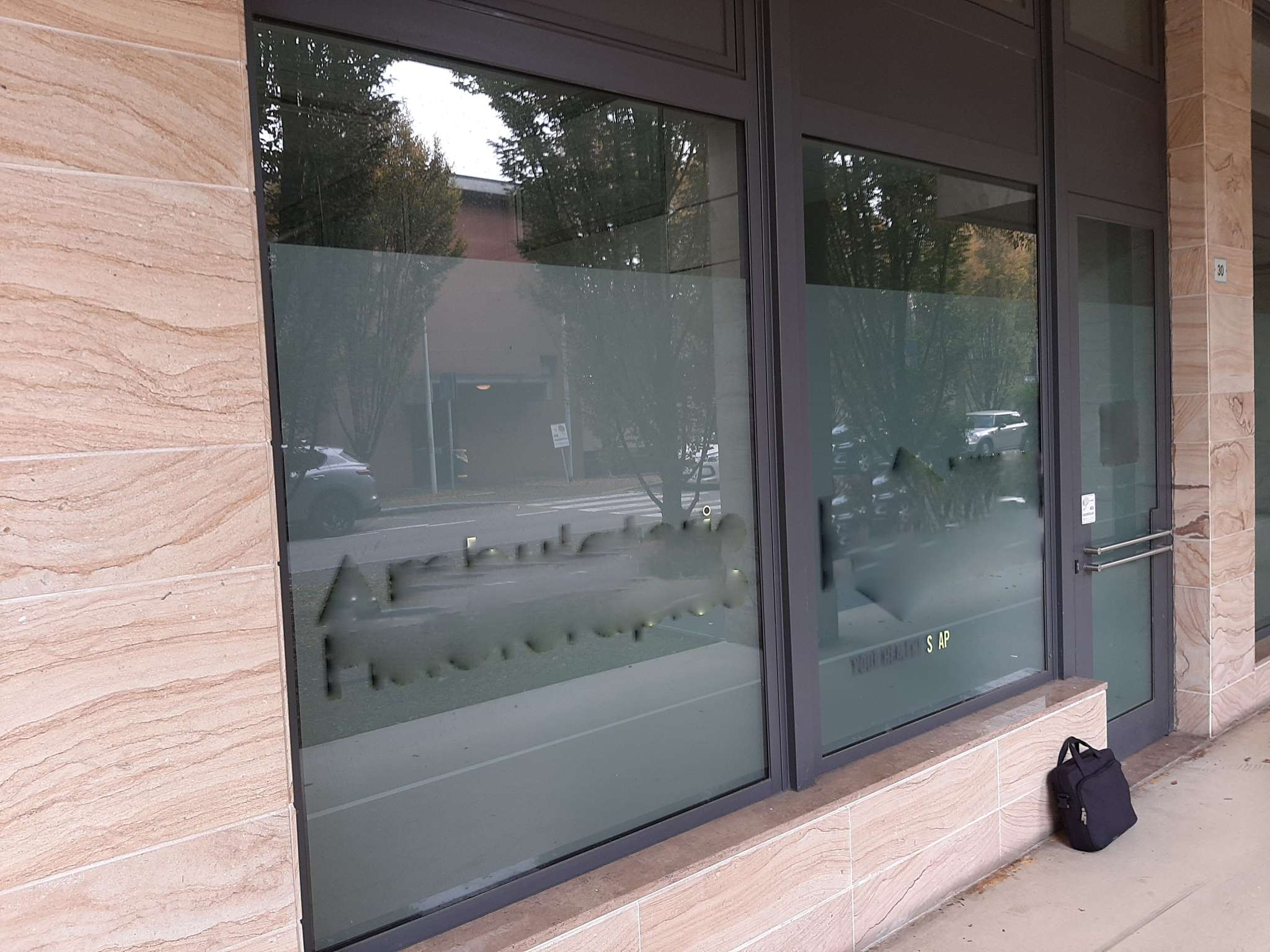 Negozio / Locale in affitto a Magenta, 4 locali, prezzo € 1.000   PortaleAgenzieImmobiliari.it
