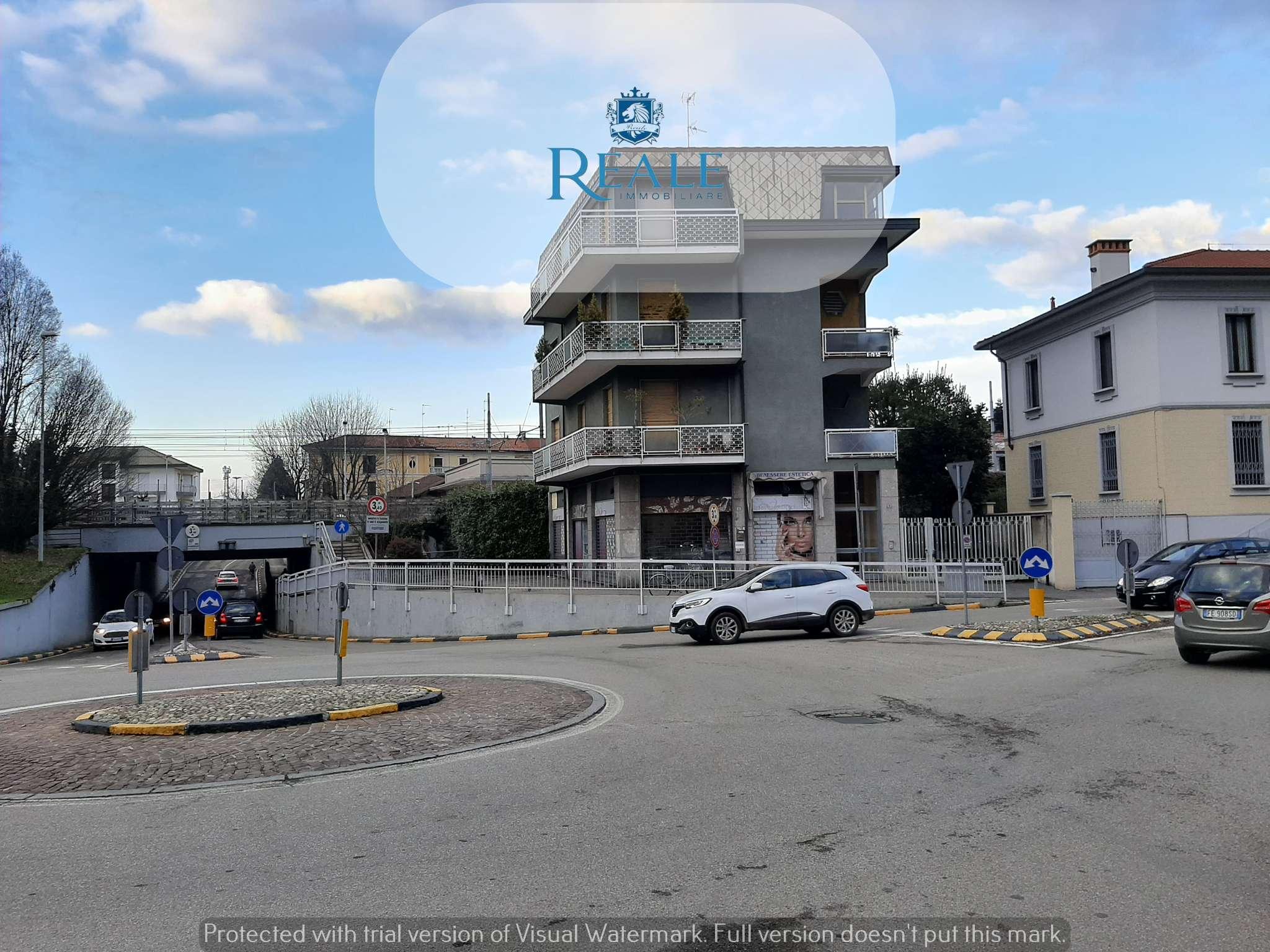 Negozio / Locale in affitto a Magenta, 2 locali, prezzo € 1.000   PortaleAgenzieImmobiliari.it