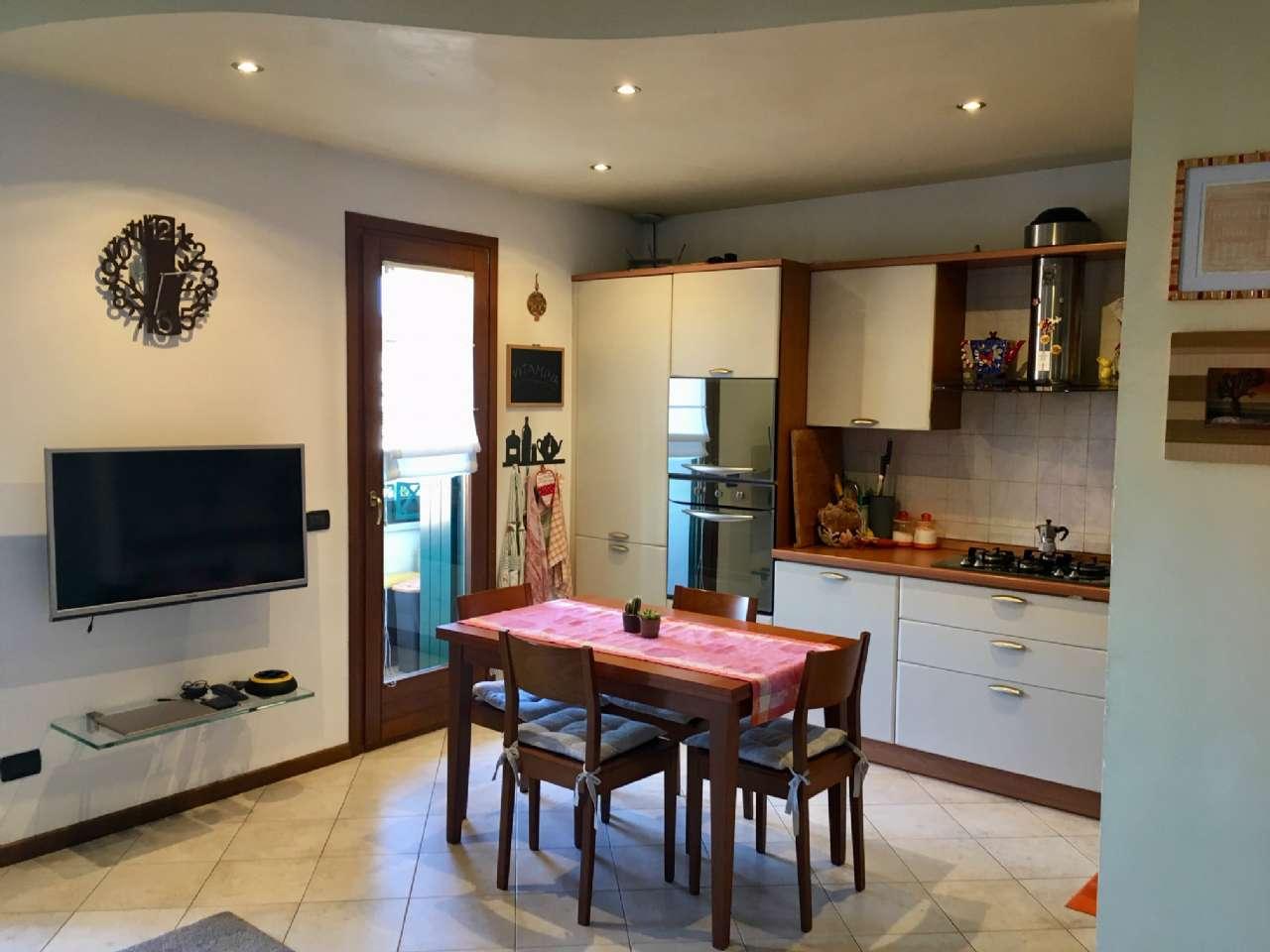 Appartamento in ottime condizioni parzialmente arredato in vendita Rif. 9258886