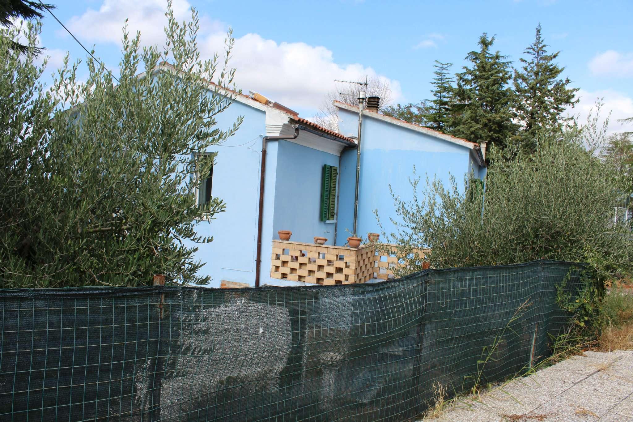 Soluzione Indipendente in vendita a Monteciccardo, 8 locali, prezzo € 360.000 | CambioCasa.it