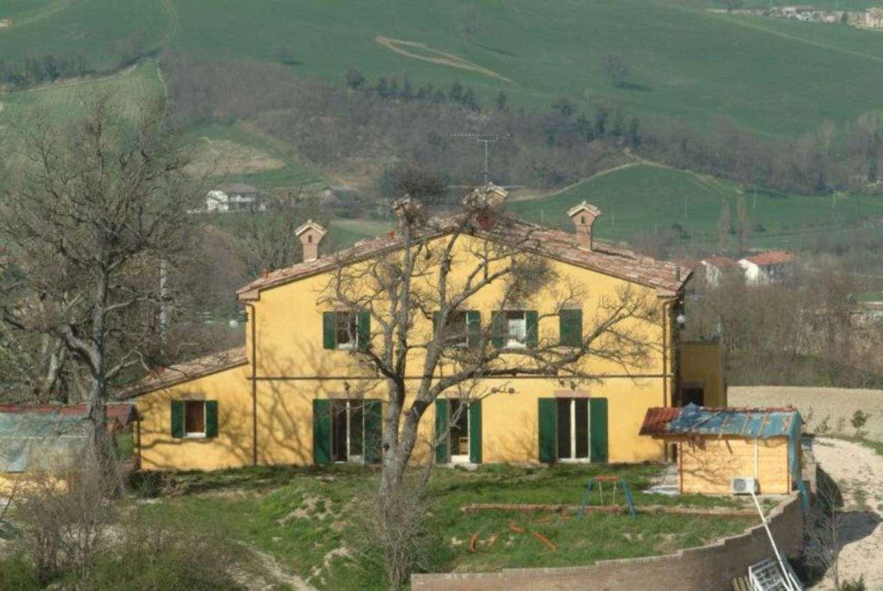 Rustico / Casale in vendita a Urbania, 10 locali, prezzo € 750.000 | CambioCasa.it