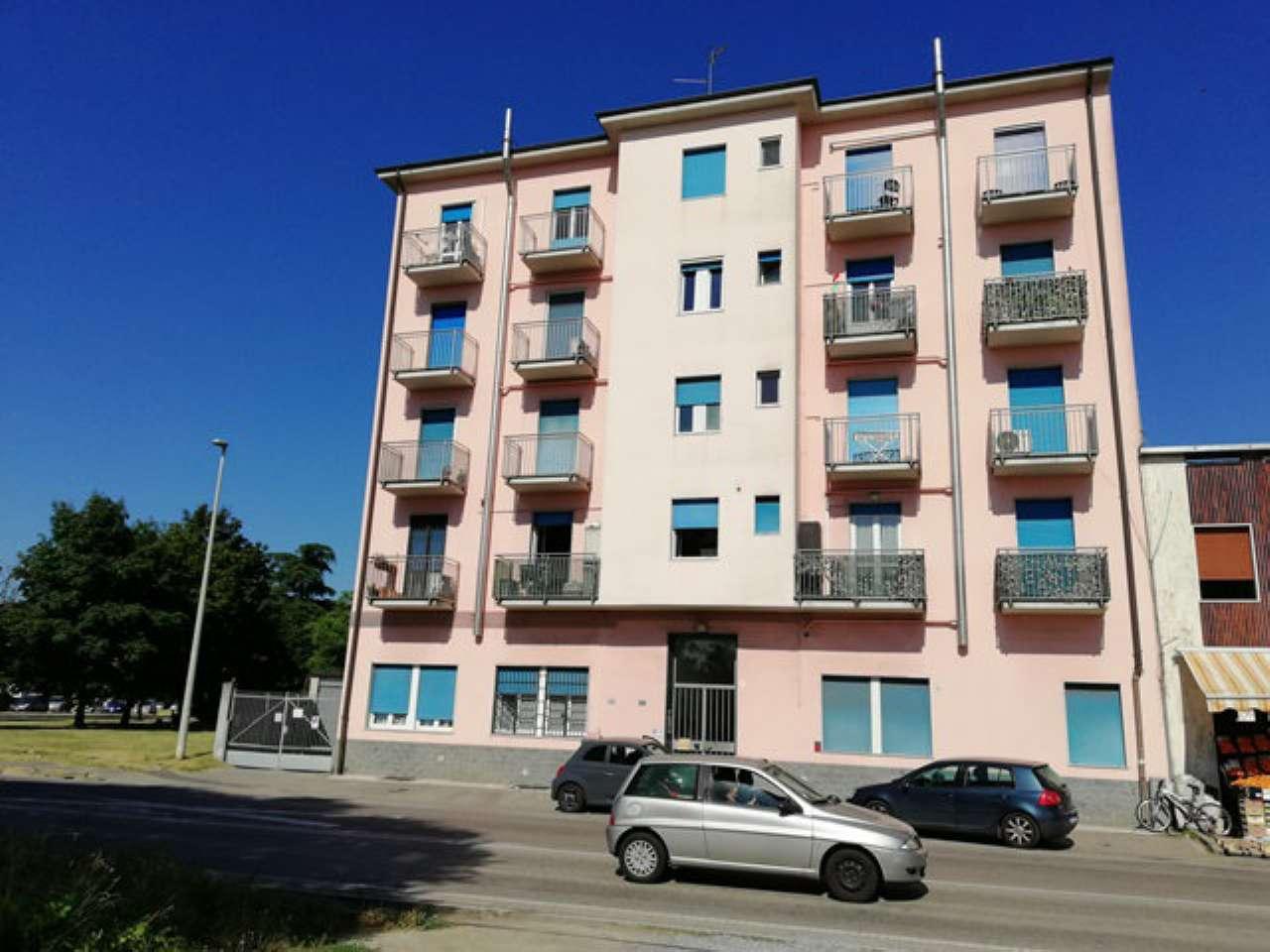 Appartamento in buone condizioni arredato in affitto Rif. 7363142