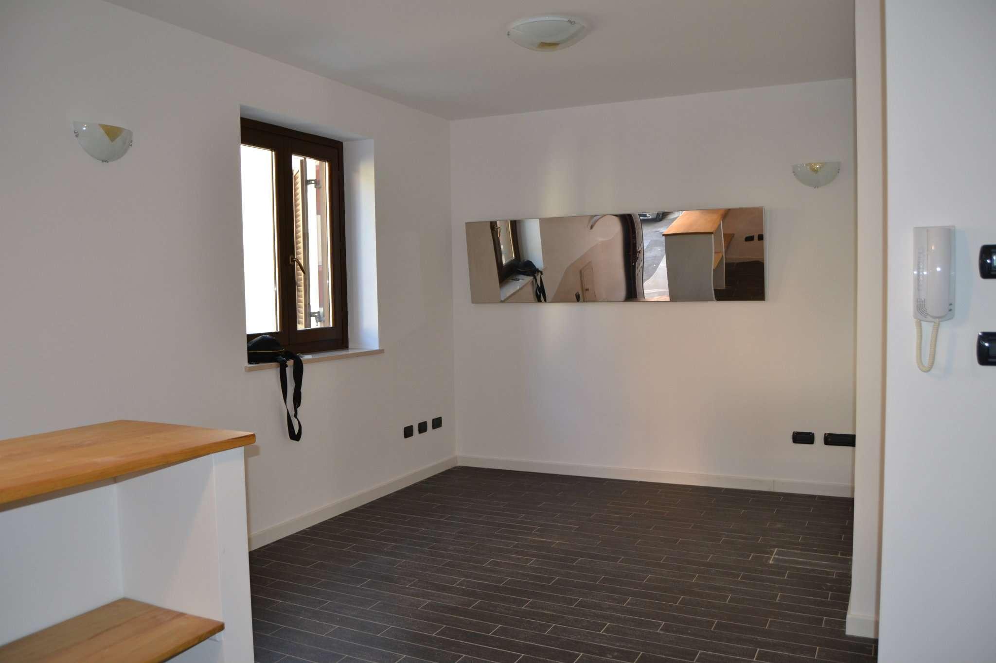 Appartamento parzialmente arredato in affitto Rif. 8643443