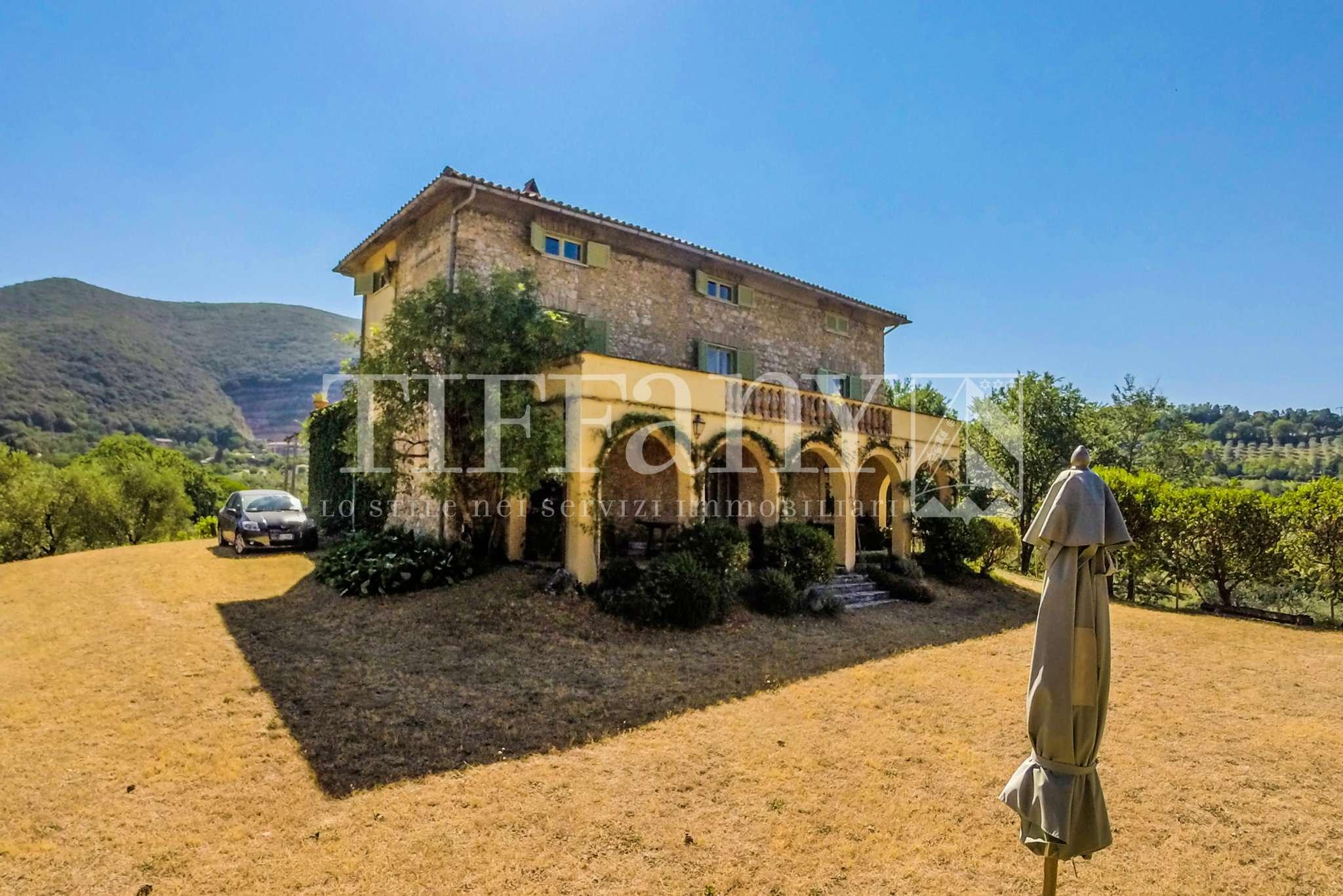 Villa in buone condizioni parzialmente arredato in vendita Rif. 4955419