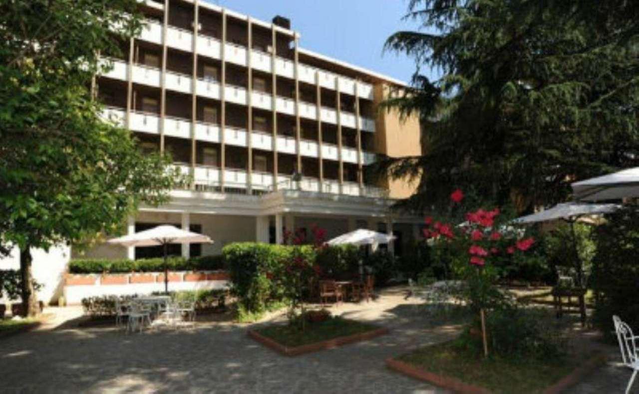Hotel nel centro di Fiuggi con licenza Rif. 4955402