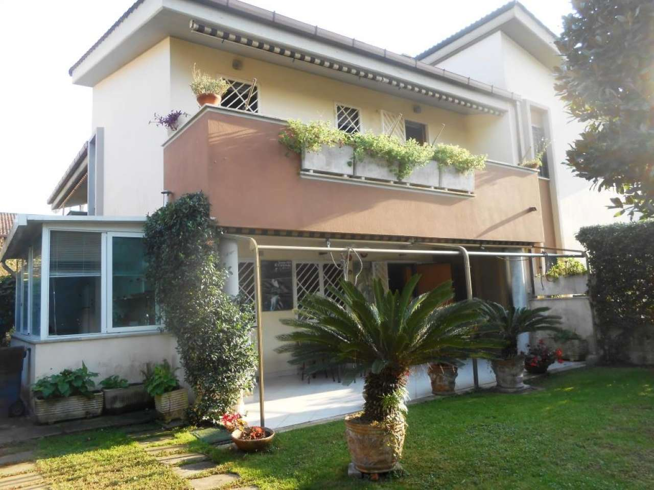 Villa Tri-Quadrifamiliare in Vendita a Anzio