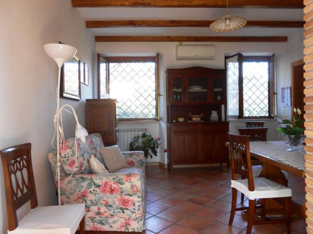 Appartamento in ottime condizioni arredato in affitto Rif. 8593995