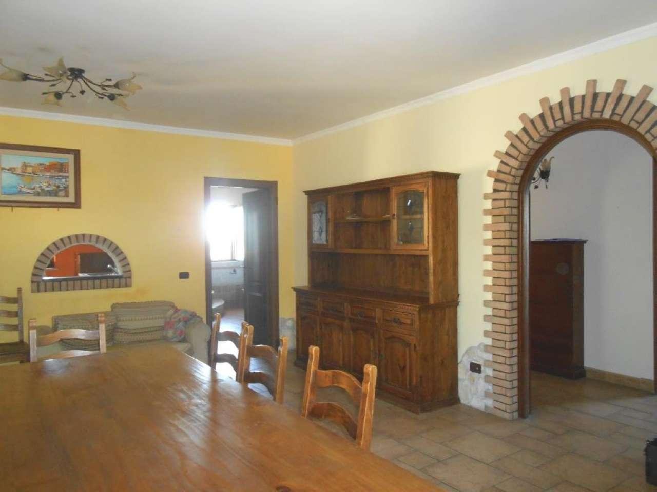 Appartamento in ottime condizioni parzialmente arredato in affitto Rif. 8898217