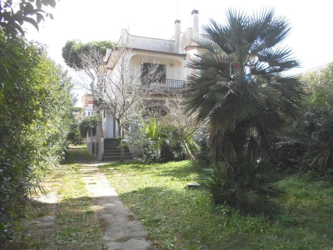Villa Bifamiliare in vendita a Anzio, 7 locali, prezzo € 115.000 | CambioCasa.it