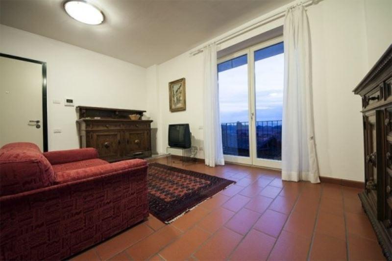 Appartamento in affitto a Angera, 2 locali, prezzo € 700 | CambioCasa.it