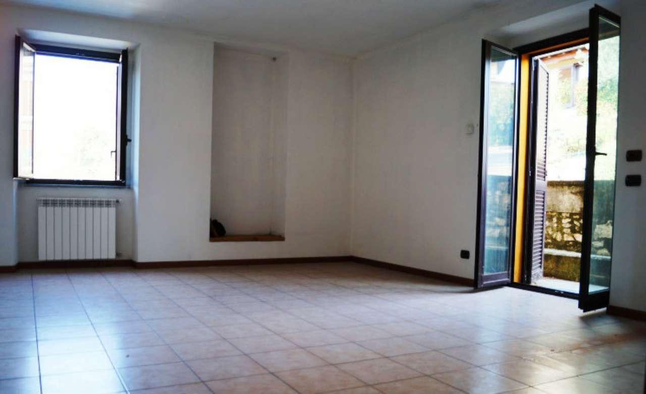 Appartamento in affitto a Caravate, 1 locali, prezzo € 370 | CambioCasa.it
