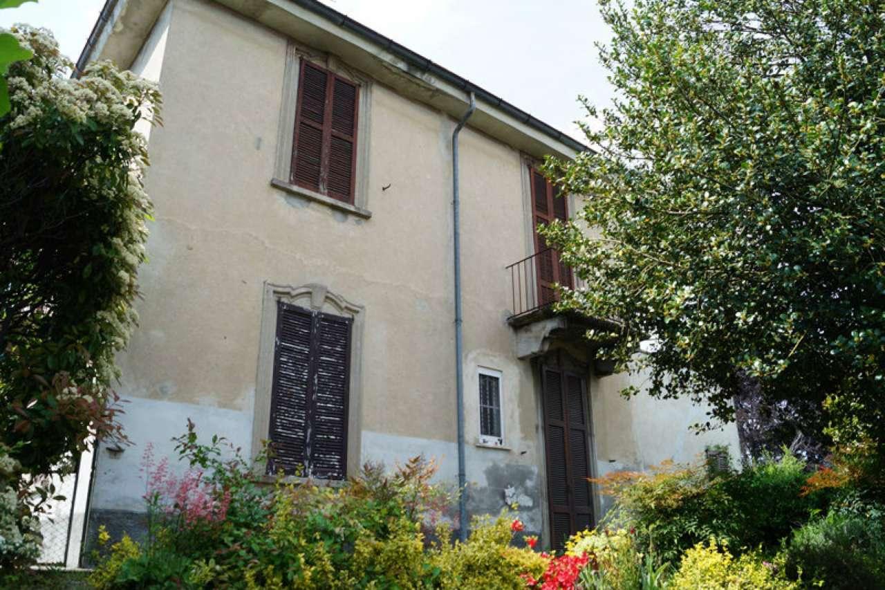 Villa in vendita a Mercallo, 8 locali, prezzo € 148.000 | CambioCasa.it