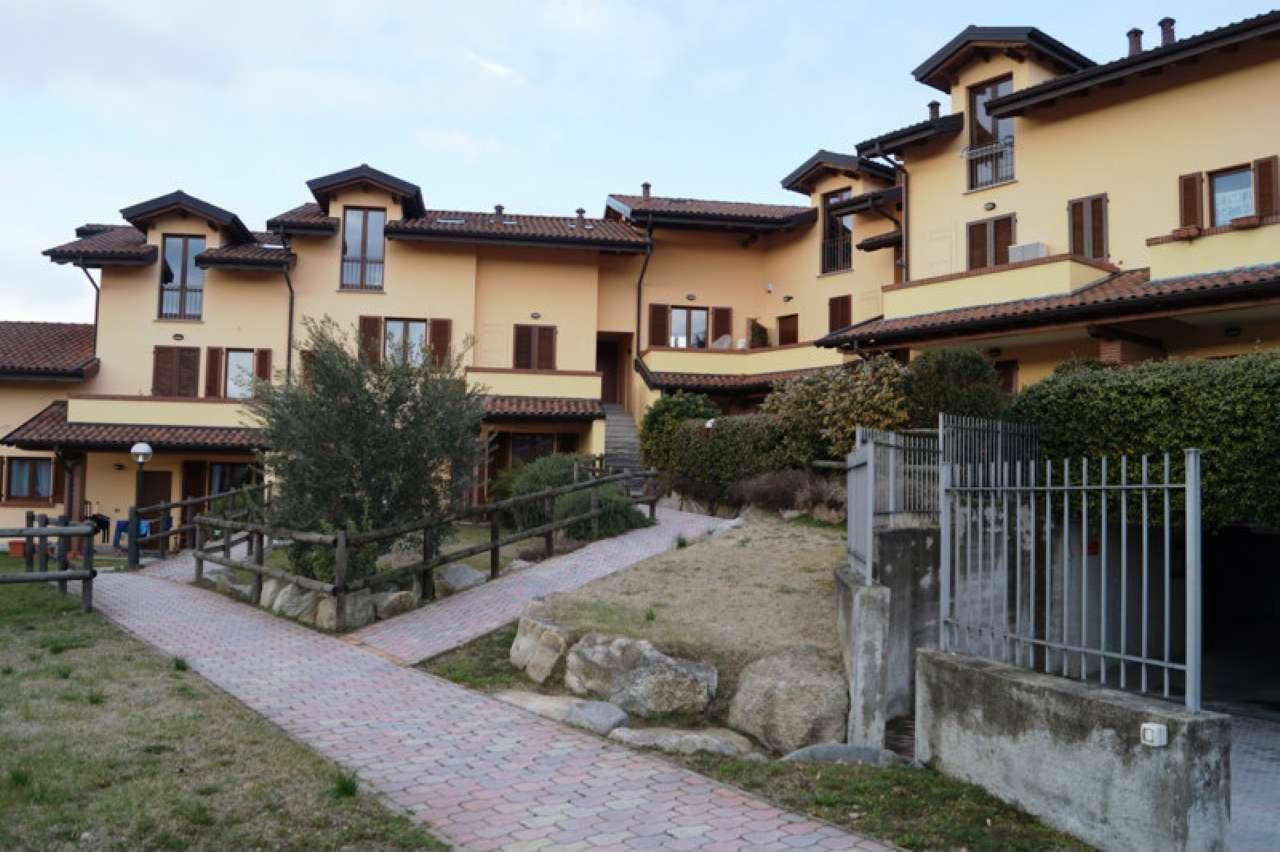 Appartamento in affitto a Taino, 3 locali, prezzo € 600   CambioCasa.it