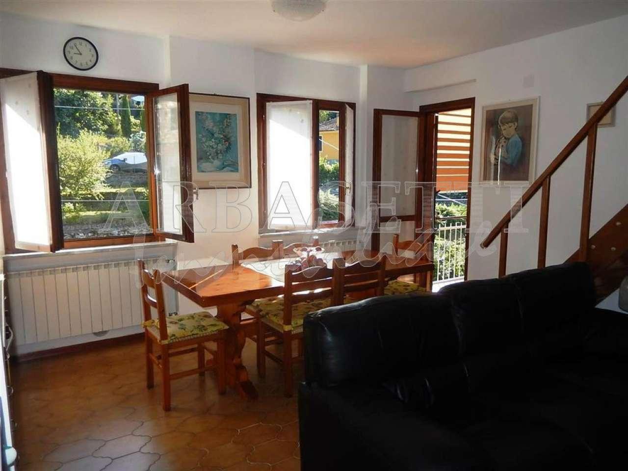 Appartamento in vendita a Carro, 4 locali, prezzo € 100.000 | CambioCasa.it