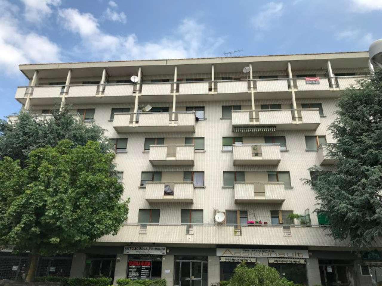 Appartamento in buone condizioni in affitto Rif. 5971324