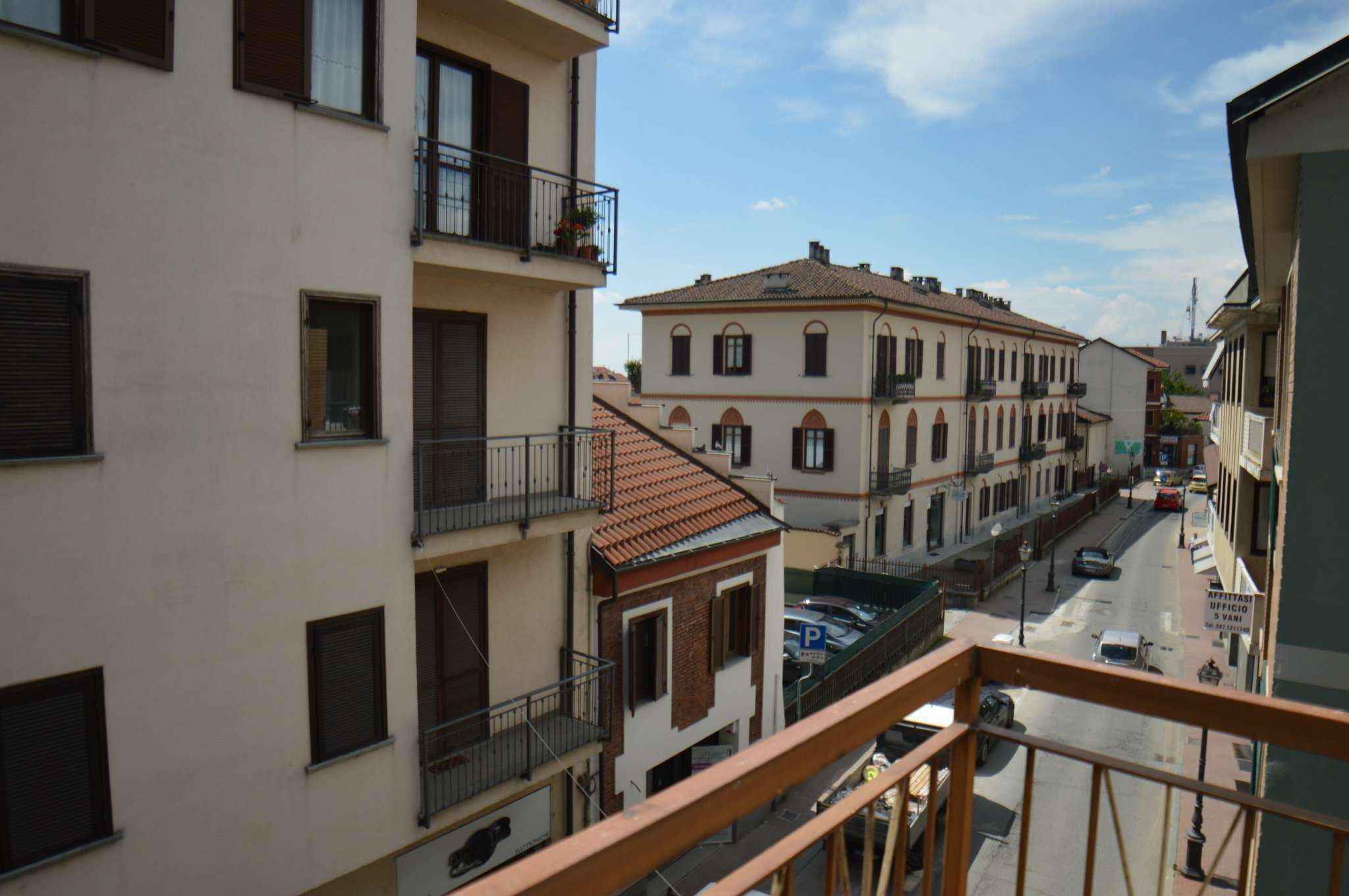 Appartamento in buone condizioni in affitto Rif. 7968367