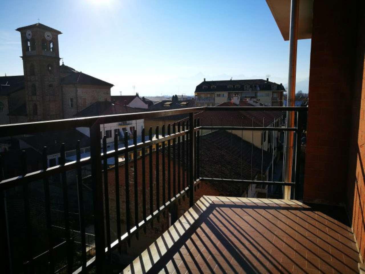 Appartamento in buone condizioni in affitto Rif. 9289532