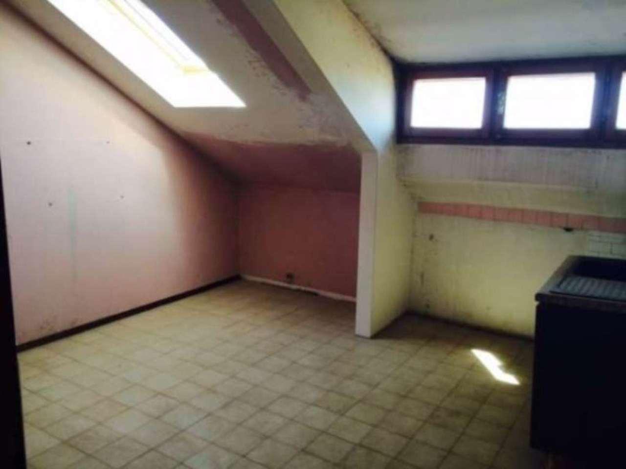 Appartamento in buone condizioni in affitto Rif. 4279303