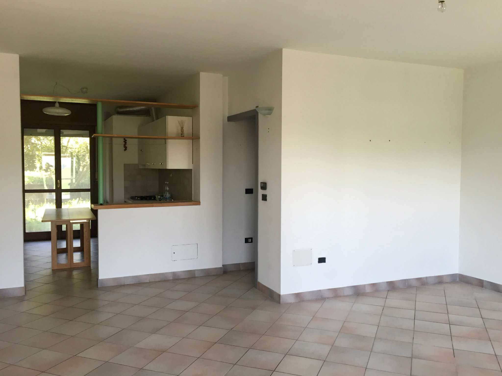 Appartamento in buone condizioni parzialmente arredato in affitto Rif. 8884654