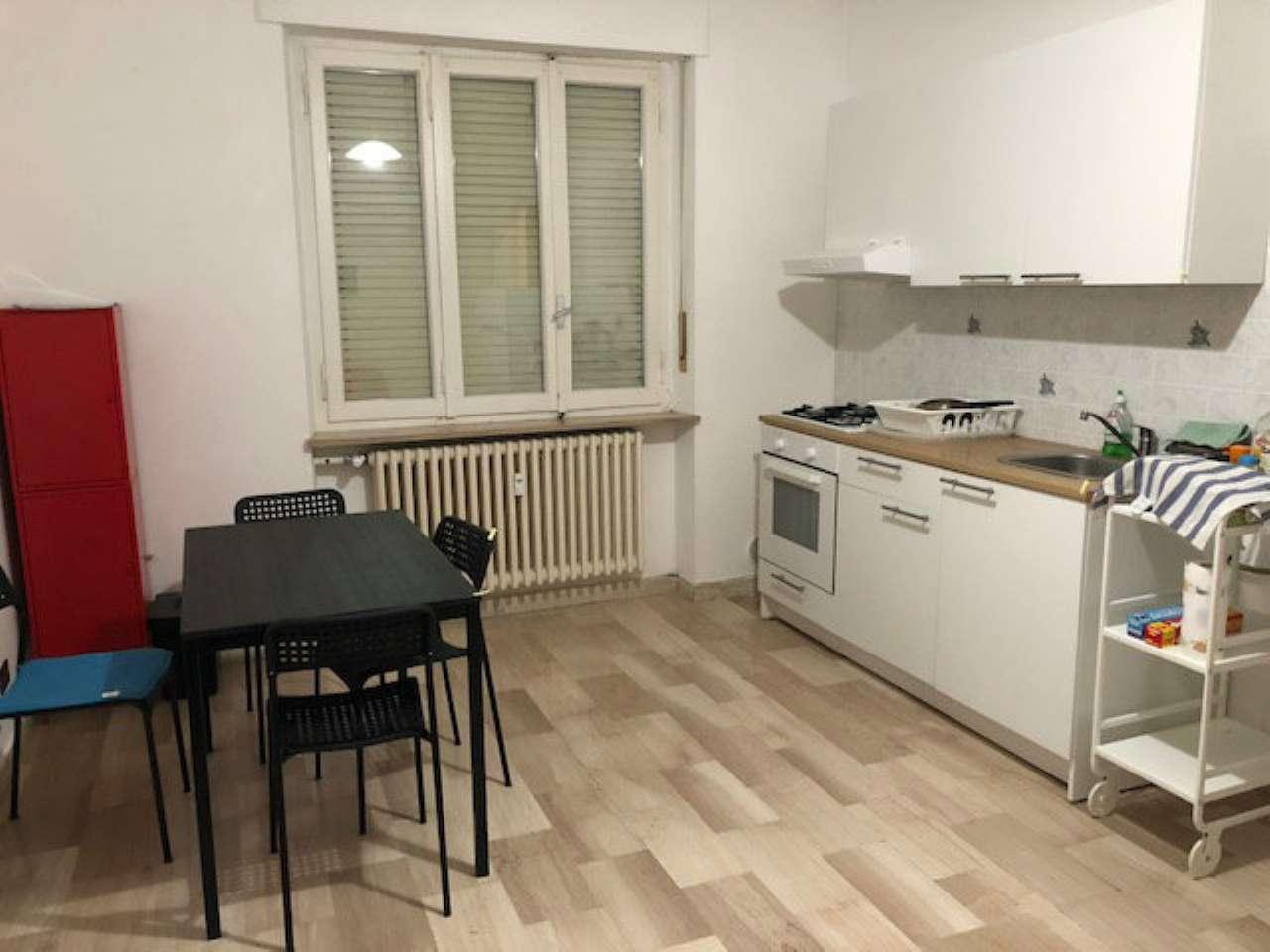 Appartamento in buone condizioni parzialmente arredato in affitto Rif. 8730892