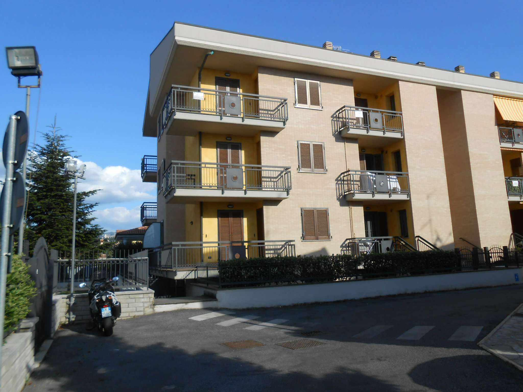 Appartamento in affitto a Roma, 3 locali, zona Zona: 37 . Morena - Ciampino - Trigoria - Falcognana, prezzo € 800 | CambioCasa.it