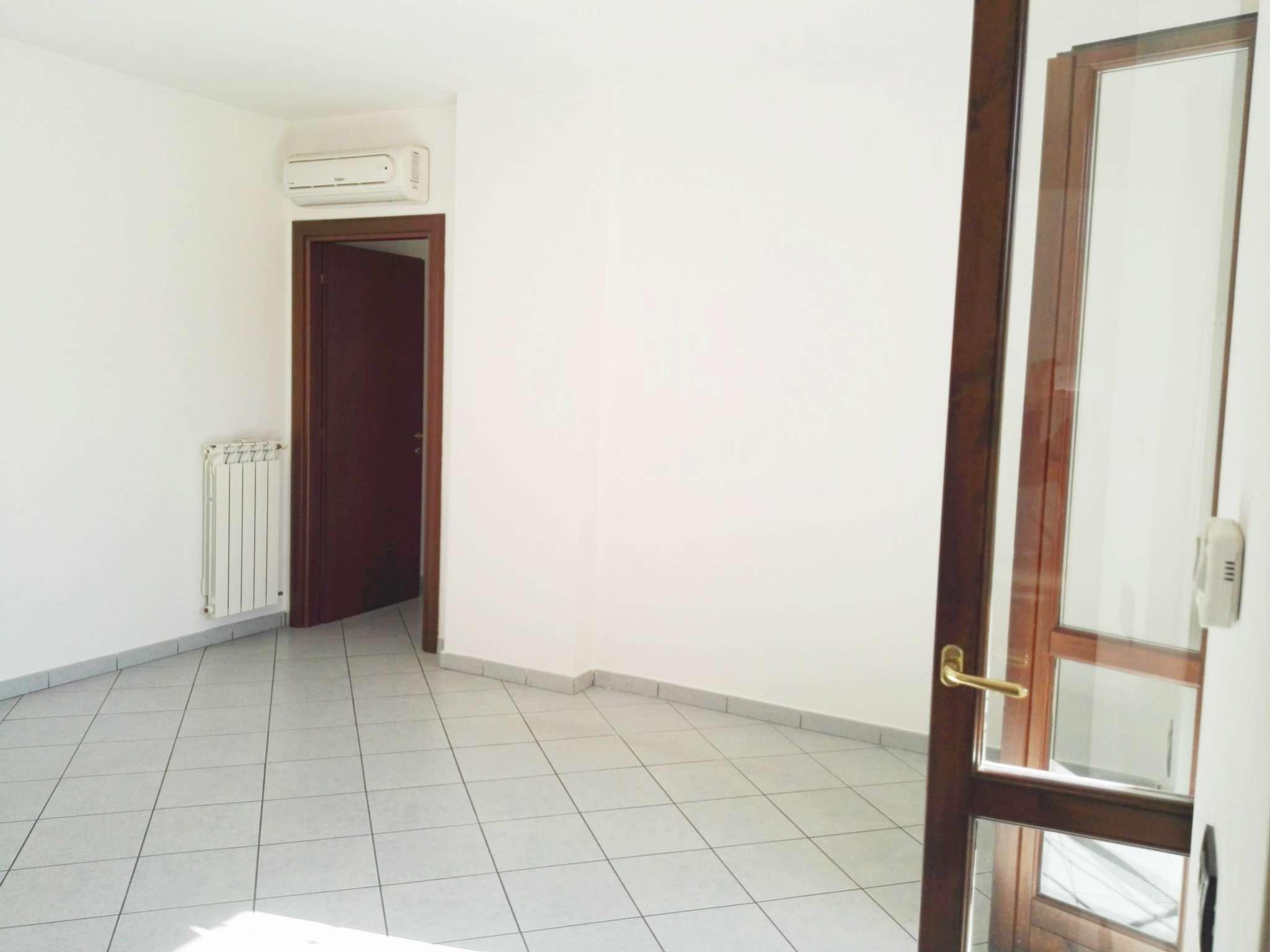 Trilocale roma affitto 800 zona 37 morena ciampino for Affitto ufficio anagnina