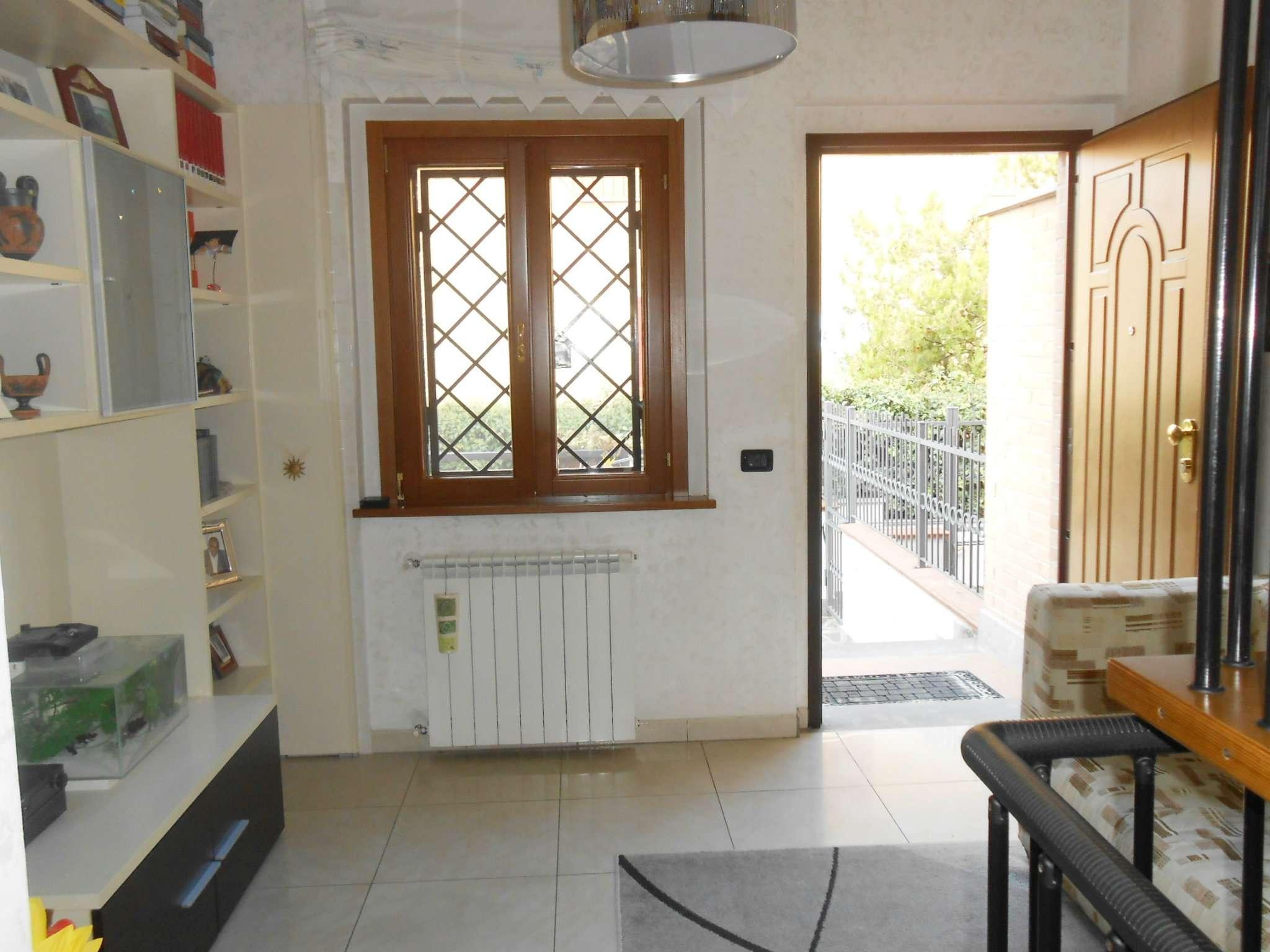 Villa Tri-Quadrifamiliare in vendita a Roma, 5 locali, zona Zona: 36 . Finocchio, Torre Gaia, Tor Vergata, Borghesiana, prezzo € 215.000 | CambioCasa.it