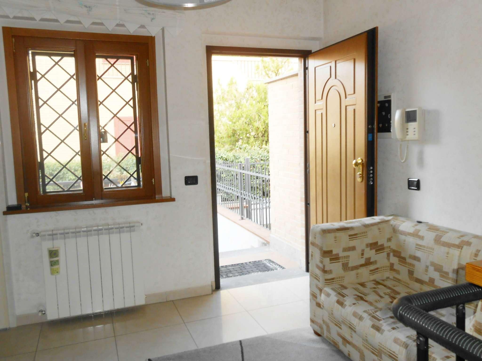 Villa Tri-Quadrifamiliare a Roma in Vendita