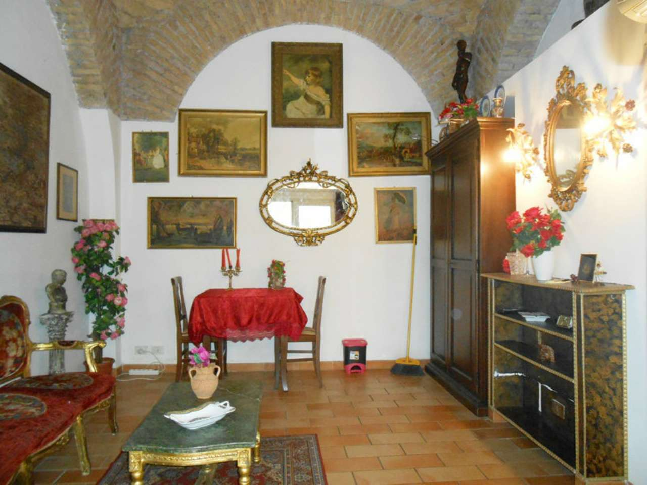 Appartamento in vendita a Roma, 2 locali, zona Zona: 25 . Trastevere - Testaccio, prezzo € 185.000 | CambioCasa.it
