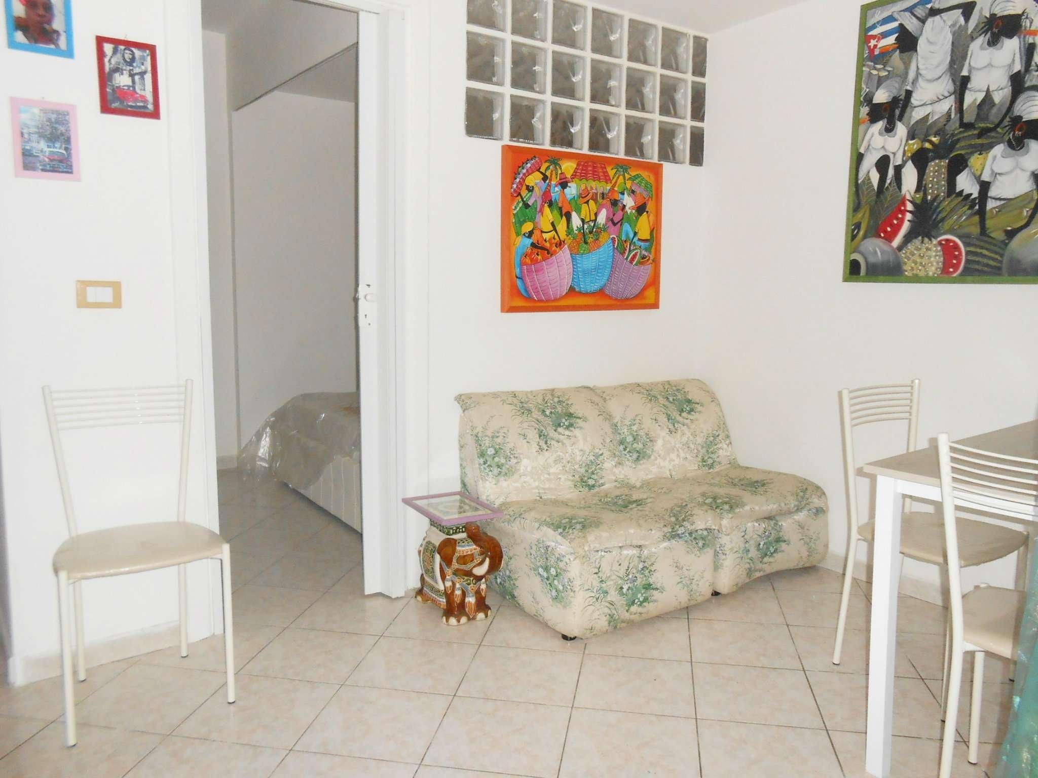 Appartamento in vendita a Roma, 2 locali, zona Zona: 22 . Eur - Torrino - Spinaceto, prezzo € 95.000 | CambioCasa.it