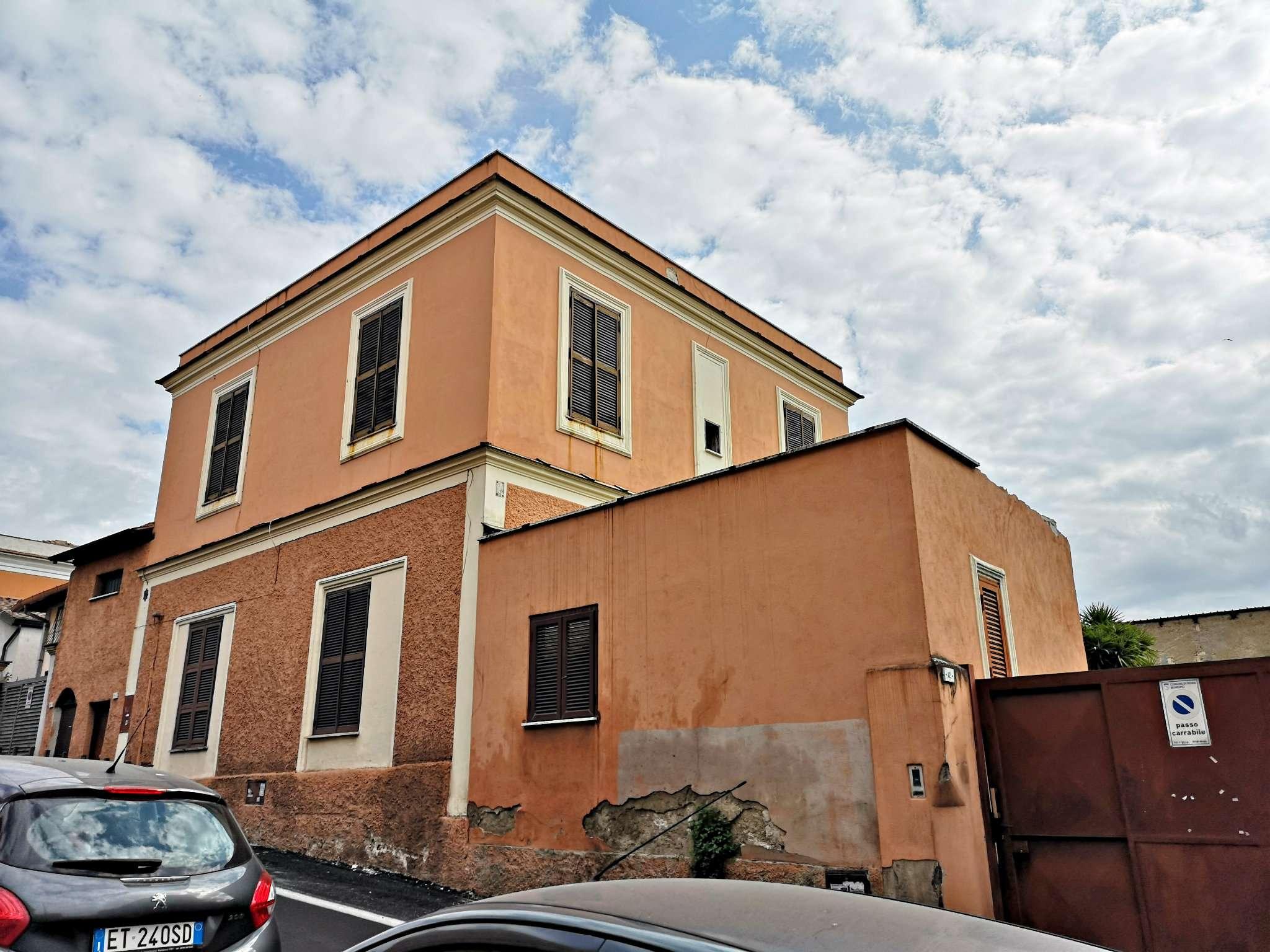 Palazzo / Stabile in Vendita a Roma