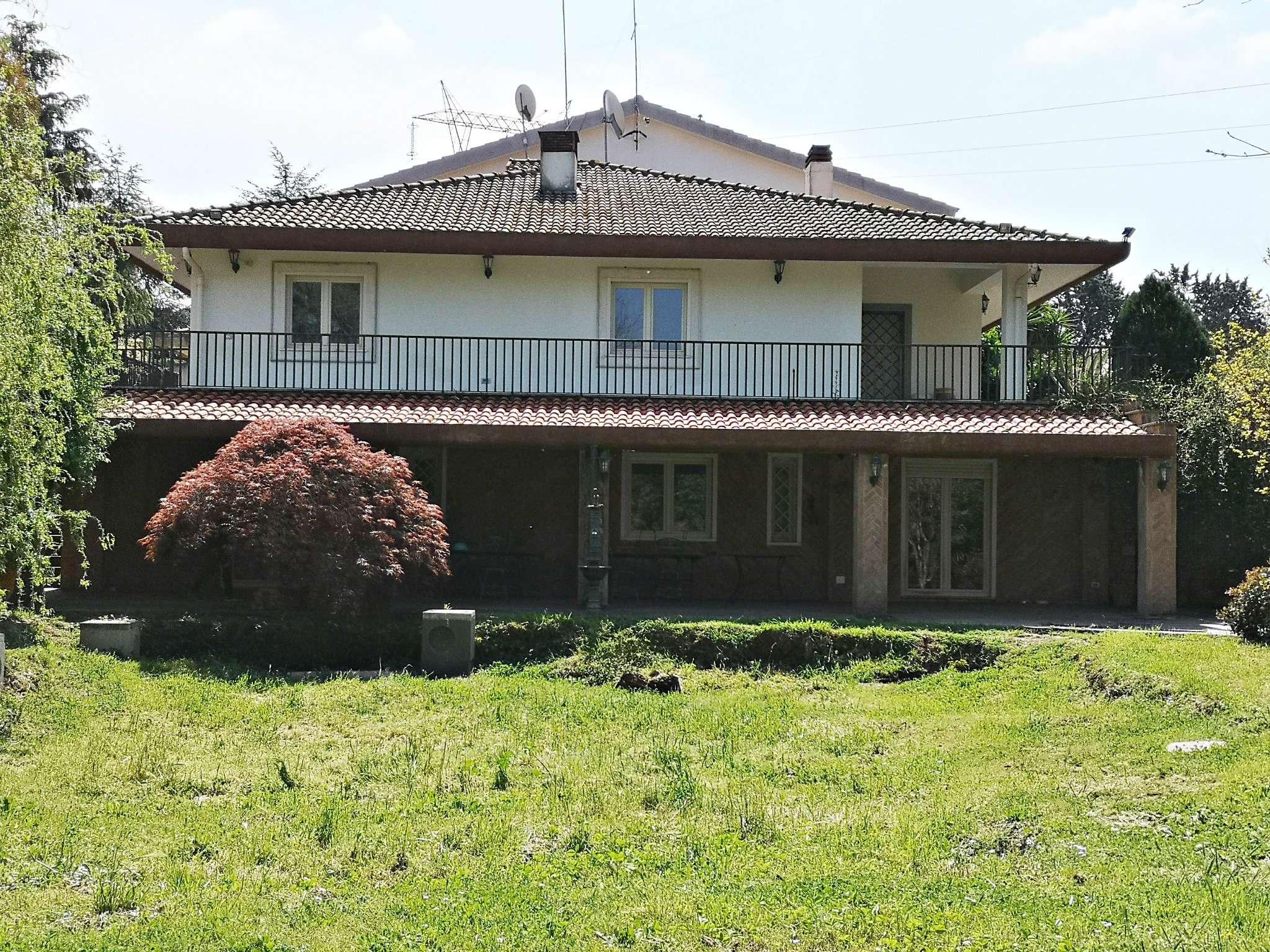 Villa Bifamiliare in vendita a Roma, 7 locali, zona Zona: 42 . Cassia - Olgiata, prezzo € 560.000 | CambioCasa.it