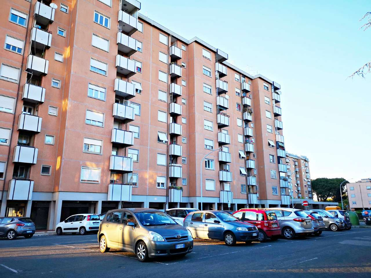 Appartamento in vendita a Roma, 4 locali, zona Zona: 22 . Eur - Torrino - Spinaceto, prezzo € 169.000 | CambioCasa.it