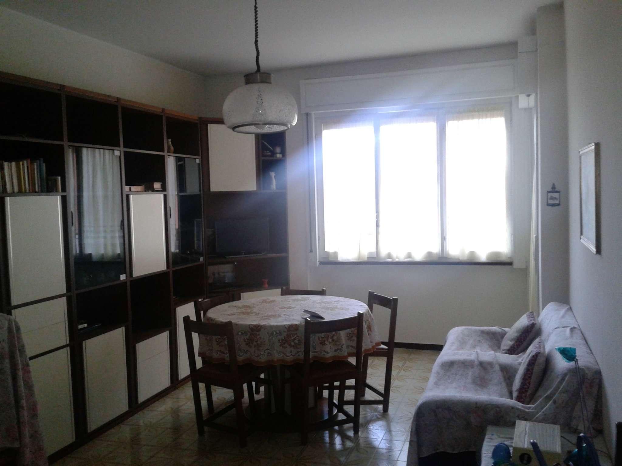 Appartamento in vendita a Rapallo, 4 locali, prezzo € 120.000 | CambioCasa.it