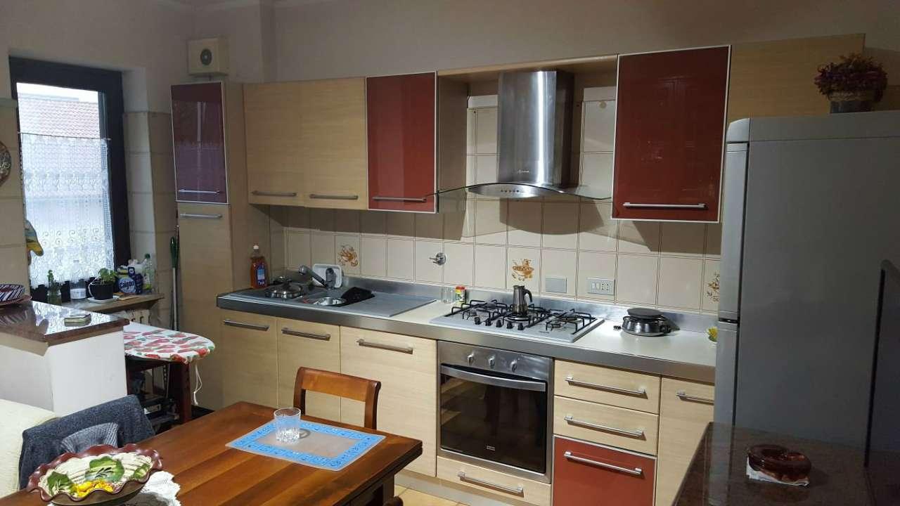 Appartamento in buone condizioni in vendita Rif. 8229955