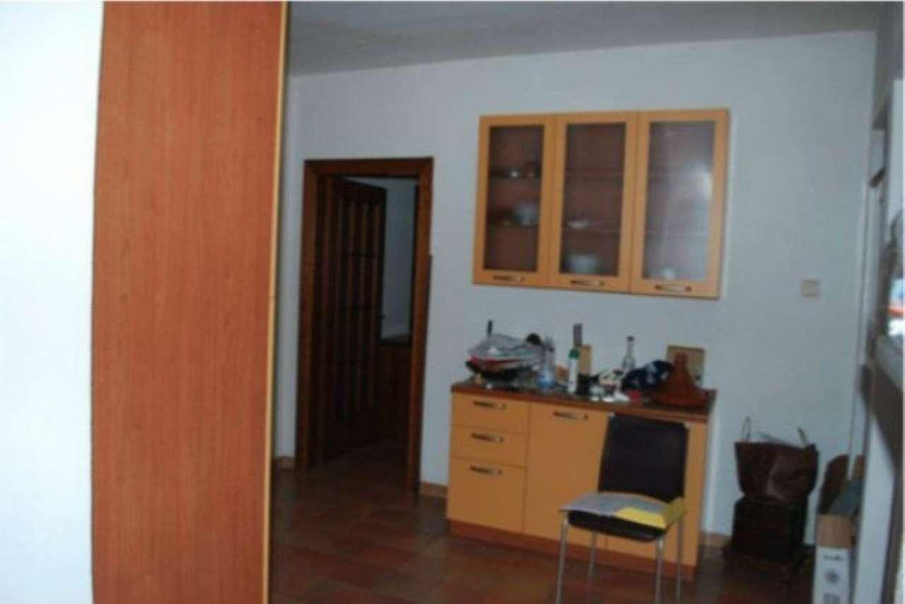 Appartamento in buone condizioni parzialmente arredato in vendita Rif. 8229961