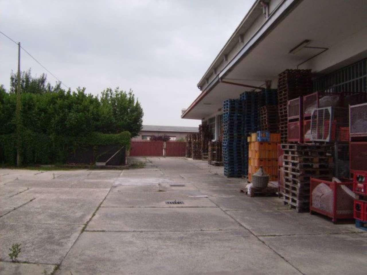 Immobile Commerciale in affitto a Vigliano d'Asti, 40 locali, Trattative riservate   CambioCasa.it