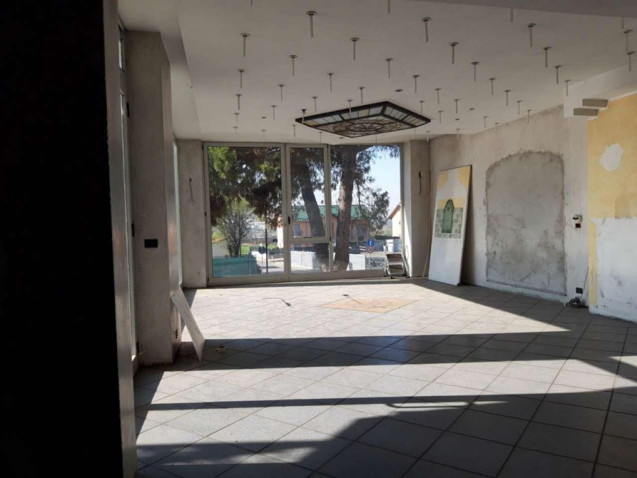 Negozio / Locale in affitto a Moncalieri, 10 locali, prezzo € 3.800 | CambioCasa.it