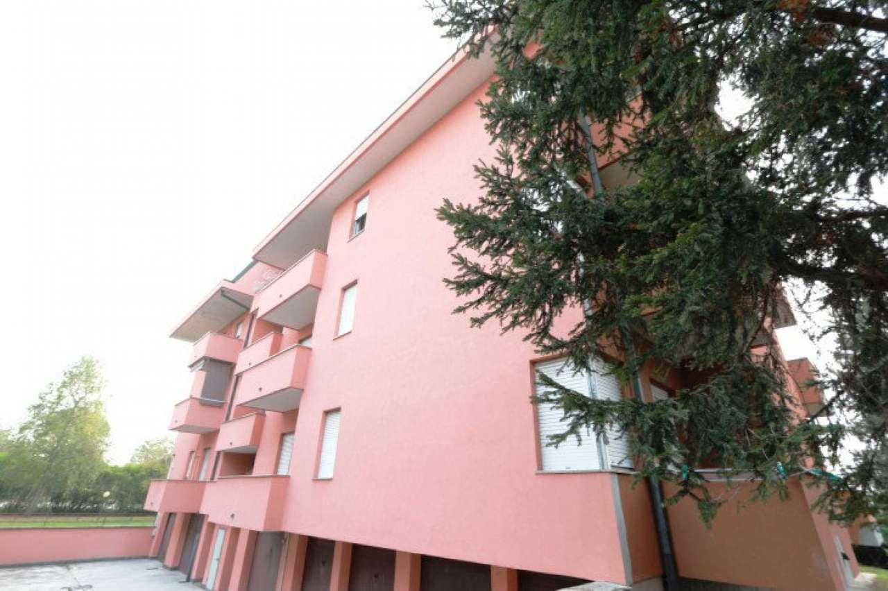 Appartamento in buone condizioni in vendita Rif. 8400251