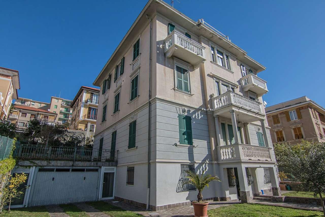 Appartamento in vendita a Varazze, 9 locali, prezzo € 980.000   CambioCasa.it