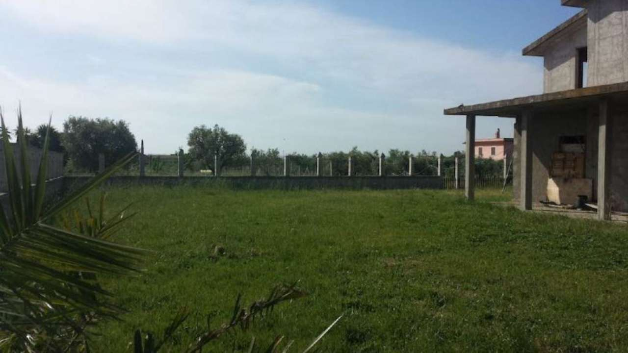 APRILIA (LT) - Via Apriliana - Terreno con Villino 100 mq + Magazzino/Laboratorio 500 mq