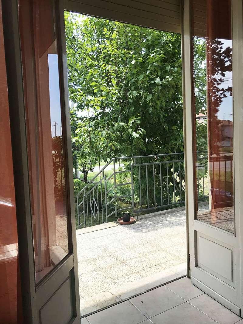 Appartamento in discrete condizioni parzialmente arredato in vendita Rif. 6599133