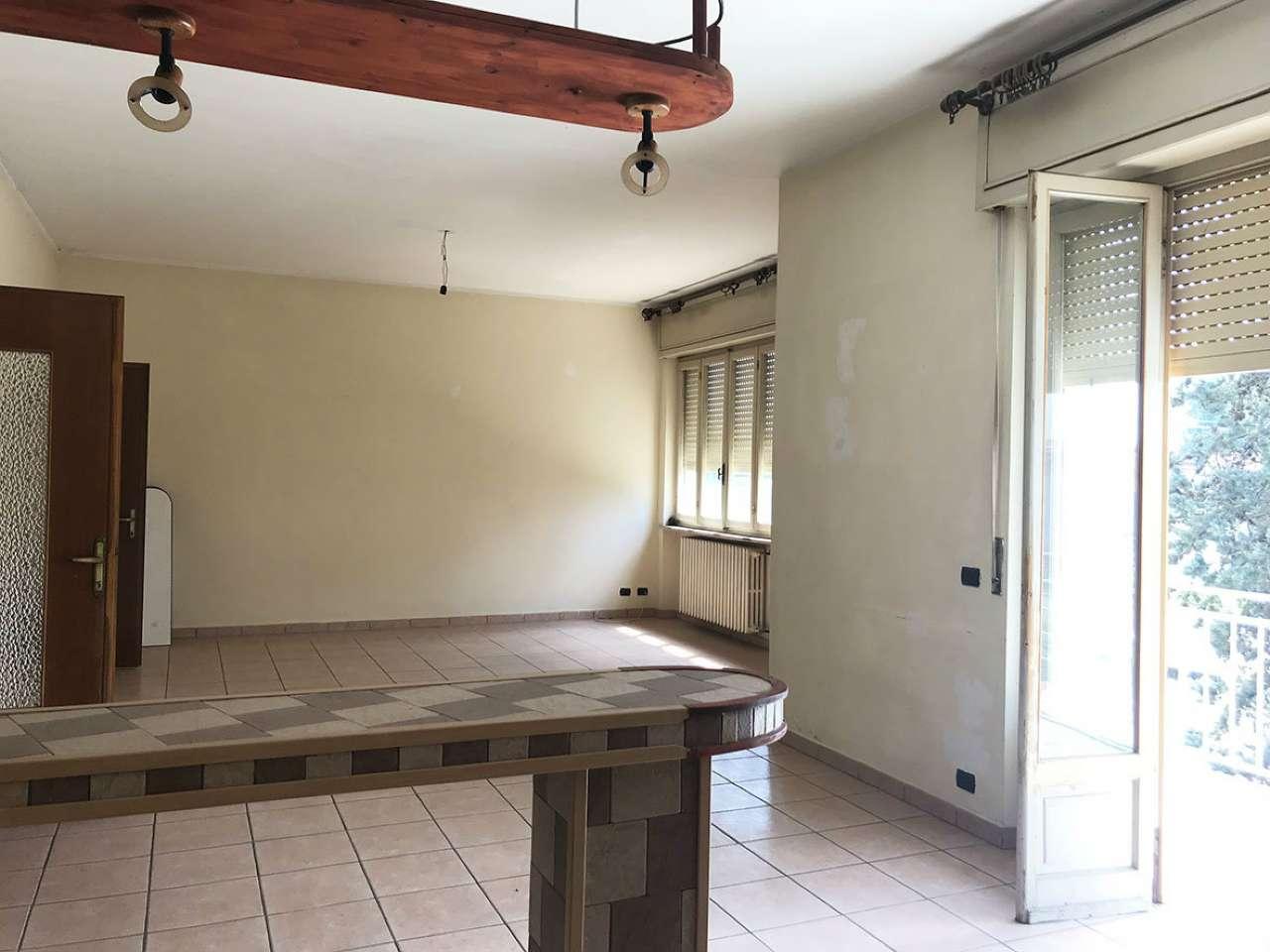 Appartamento in discrete condizioni in vendita Rif. 6599134