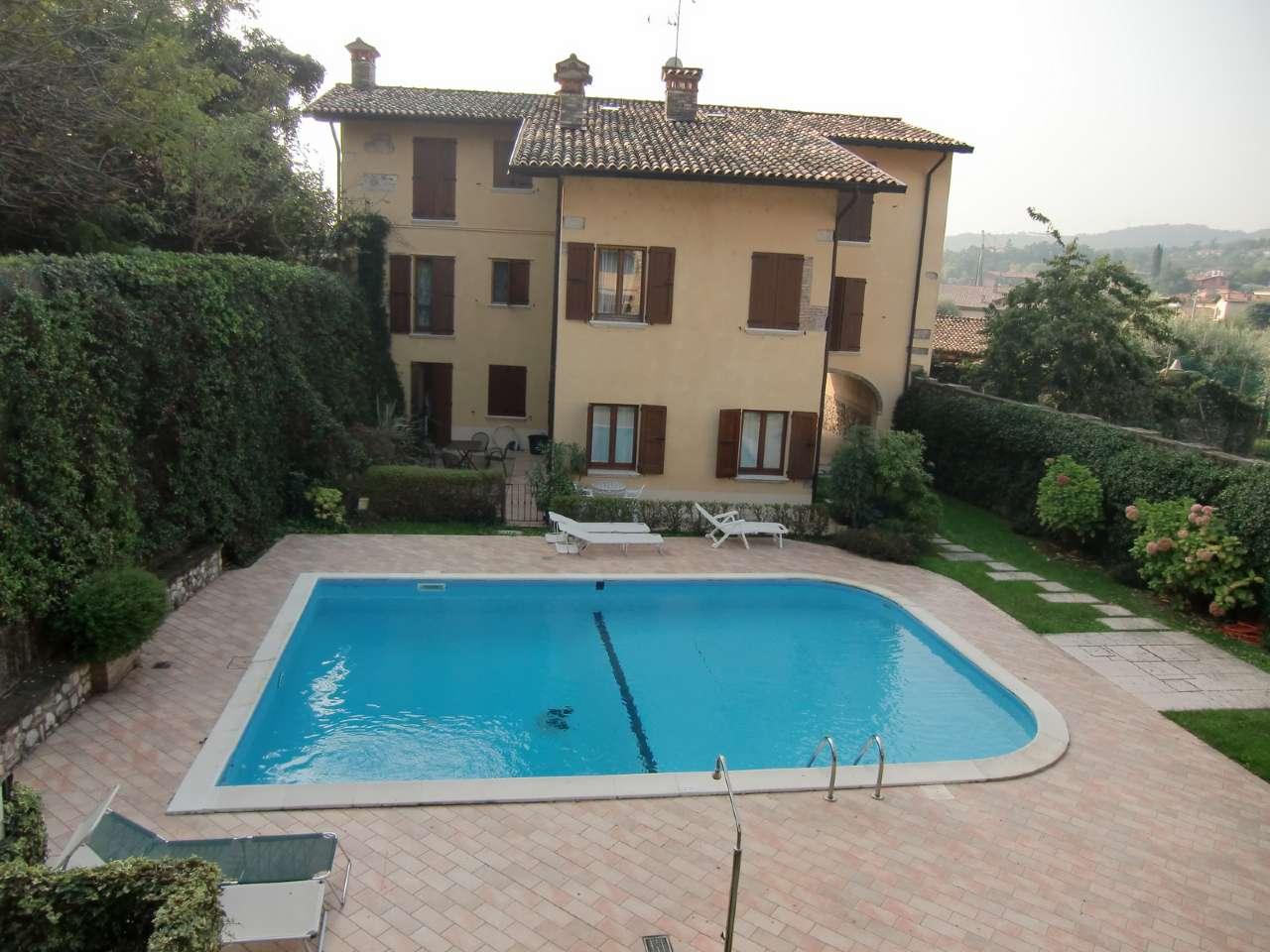 Bilocale arredato con terrazzo in residence con piscina